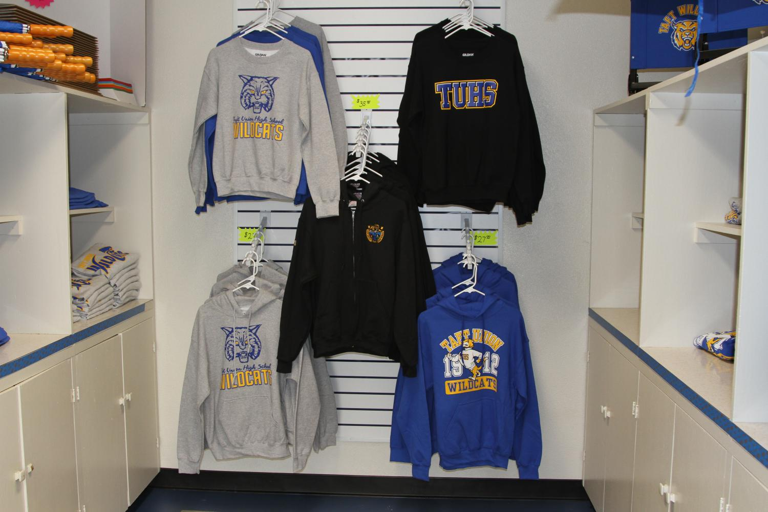 Some+of+the+items+available+at+the+Student+Store+include+sweatshirs%2C+t-shirts%2C+hats%2C+and+many+others.