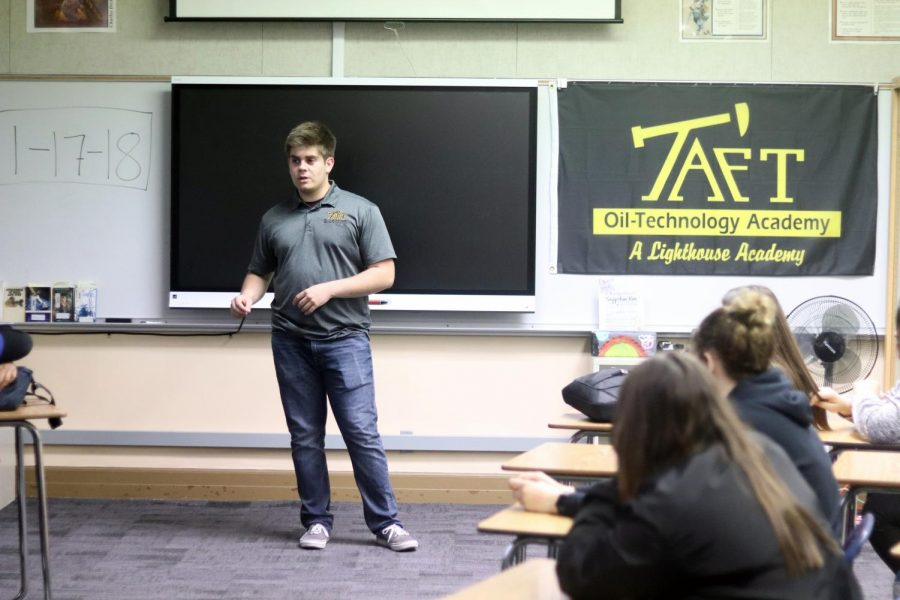 Clayton+Hamblin+discussing+the+Oil+Tech+program+with+the+freshmen+of+TUHS