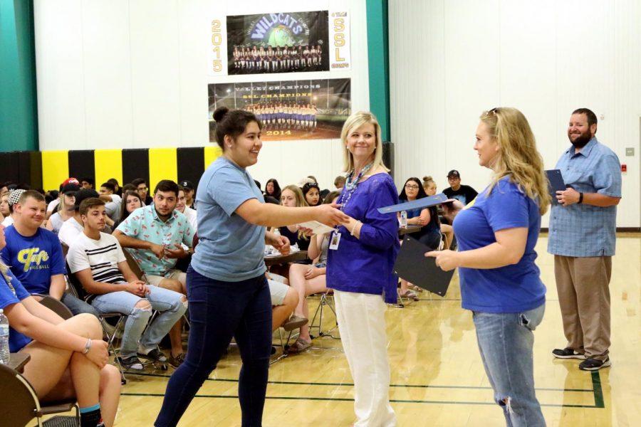 Vania Romo receives her award for High Honors.