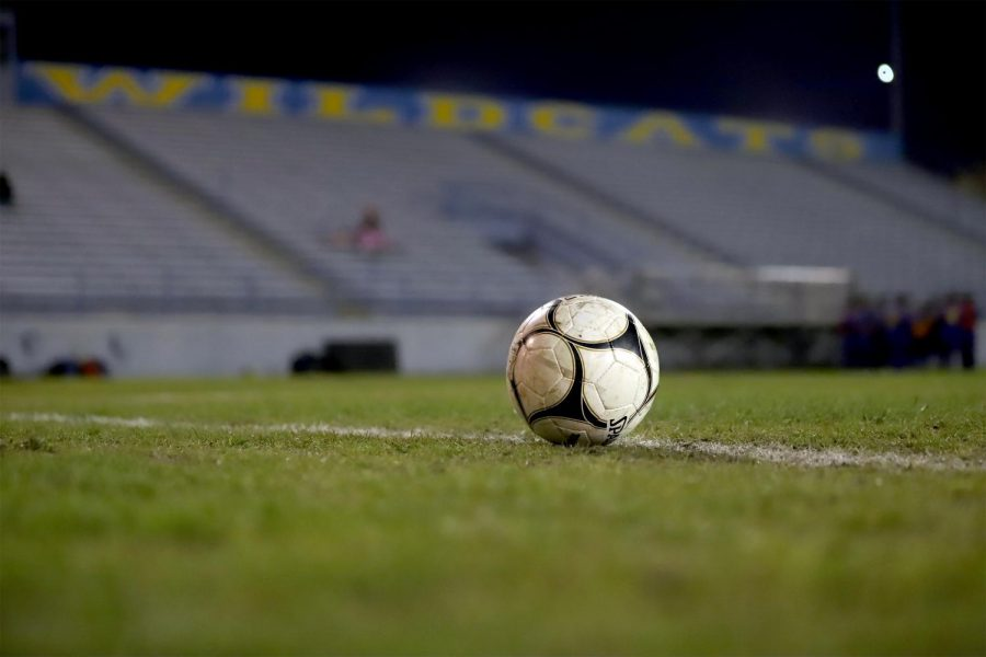 Soccer+ball+placed+in+the+middle+of+the+Taft+High%27s+Martin+Memorial+Stadium+field+during+halftime+for+the+TUHS+Wildcat+JV+boys%27+soccer+team.+