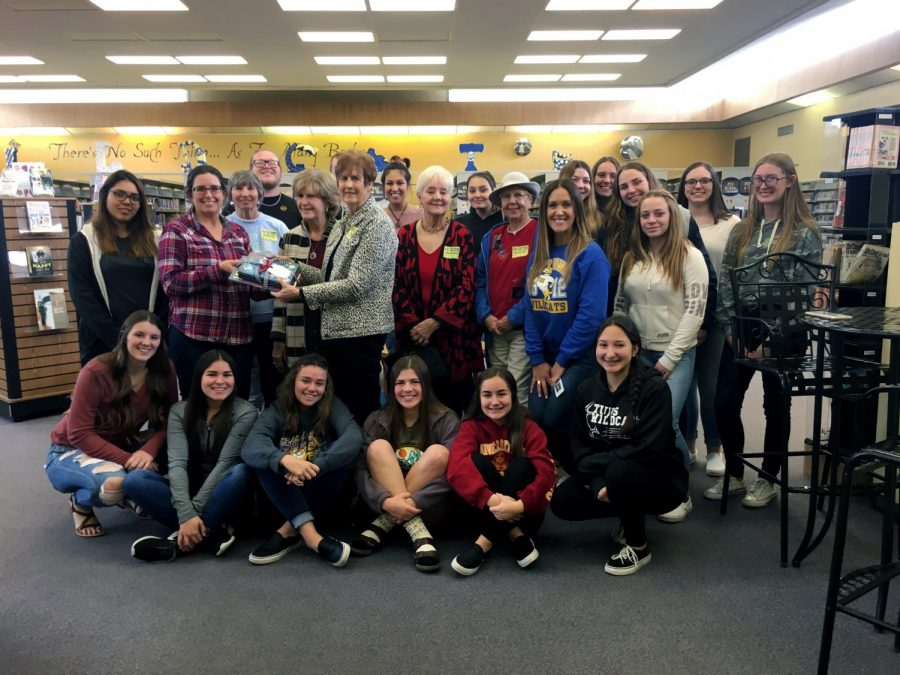 S-Club+poses+with+members+of+the+Soroptimist+International+of+Taft+Club+while+donating+books+about+women+empowerment.