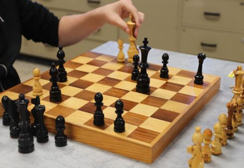 Chess Club slides its way into Taft High