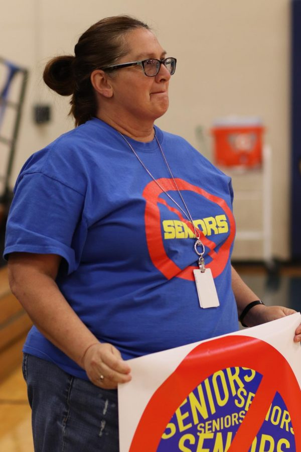 Jodi Jackson prepares to run another lap as the teachers score.